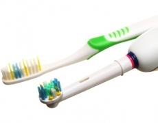 Handzahnbürste oder elektrische Zahnbürste?
